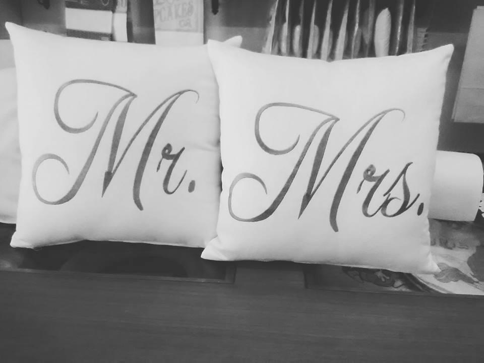 Cuscini Mr Mrs.Cuscini Mr Mrs La Bottega Del Ricamo